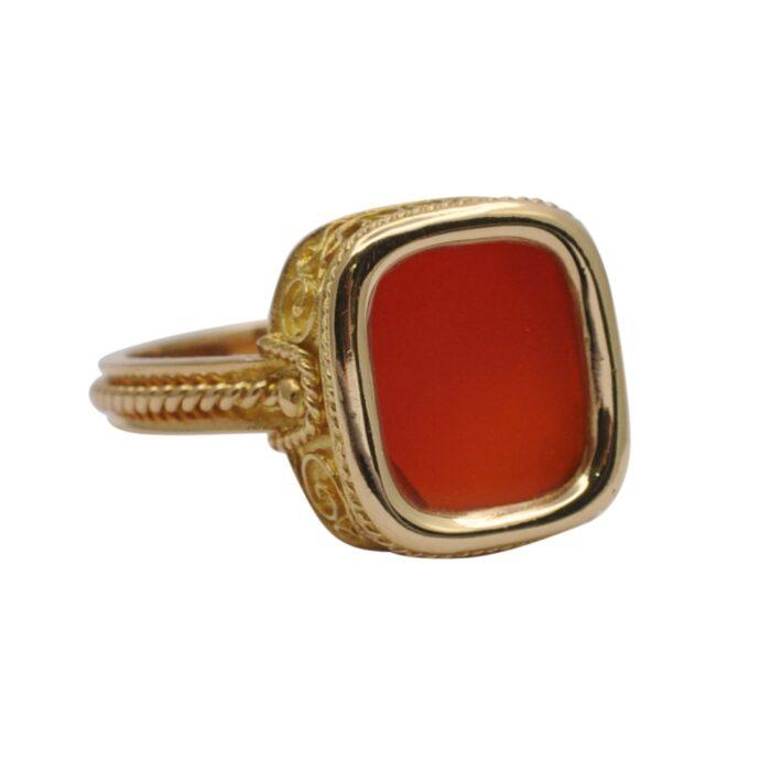 Gentlemans Vintage Cornelian Gold Signet Ring