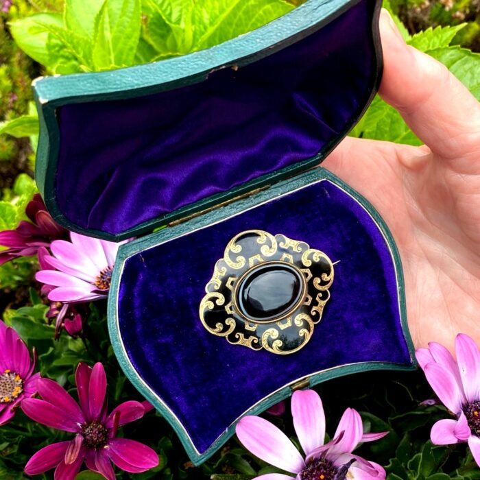 Victorian Agate Gold Enamel Mourning Brooch